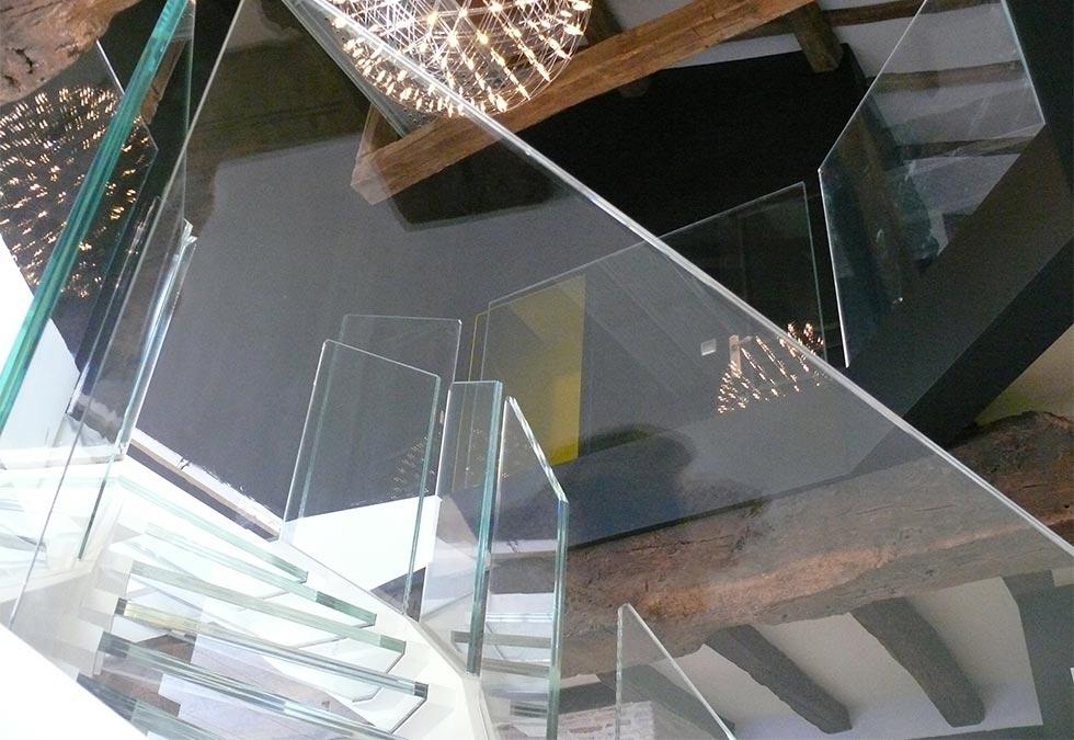 plancher et marches d escalier en verre extra clair mcds miroiterie concept design services. Black Bedroom Furniture Sets. Home Design Ideas